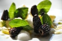 Les Pâtes fraîches aux morilles et pousses d'épinards