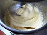 pétrir la pâte à pleine vitesse