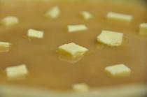 Parsemer de quelques flocons de beurre