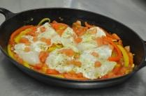 Déposer sur le dessus les escalope de poisson marinées et préalablement salée et mouiller avec une petite louche de bouillon de légumes