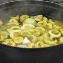 Les artichauts en cuisson