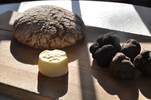 Pain de seigle, truffe noire et beurre salé