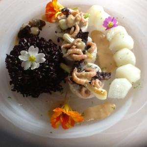 """Martine Cassinadri avec sa """"Ballottine de crevettes et champignons et poulet avec sa peau croustillante"""""""