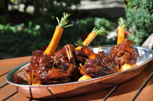 La souris d agneau au vin cuit et poires botzi - Comment cuisiner la souris d agneau ...