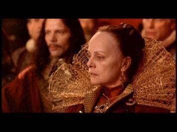 Virna Lisi dans le rôle de  Catherine de Médicis dans La reine Margot