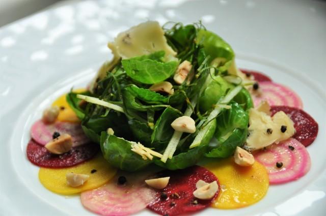 Salade de Betteraves et Choux de Bruxelles, Noisettes et fromage bleu1