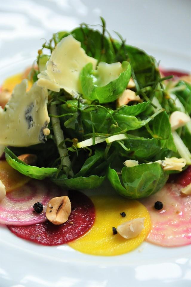 Salade de Betteraves et Choux de Bruxelles, Noisettes et fromage bleu